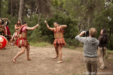 Στις φωτ. απο γυρίσματα του ντοκιμαντέρ του BBC2 :'Who were the Greeks'