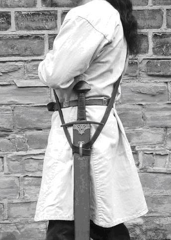 Εικόνα 16. Ο Δυτικός τρόπος που έφεραν τα σπαθιά τους οι πολεμιστές στο πρώιμο μεσαίωνα.
