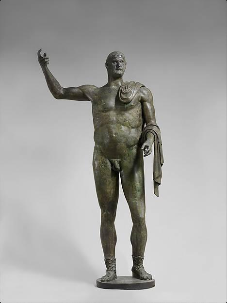 Μπρούτζινο άγλαμα του Ρωμαίου Αυτοκράτορα Τριβονιανού (251-253 μ.Χ).Ίσως από τα τελευταία γυμνά αγάλματα Ρωμαίων υτοκρατόρων (αν όχι το τελευταίο). Η Γύμνια από τα τέλη του 2ου μ.Χ θεωρούνταν ως απόκλιση από την σοβαρότητα.Η αντομία του αγάλματος απέχει έτη φωτός από την Πολυκλείτια παράδοση της Αθηναϊκής σχολής του 5ου αιώνα π.Χ.